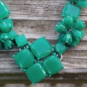 🌷Bundle 2/$25 Talbots Jade Color Floral Necklace